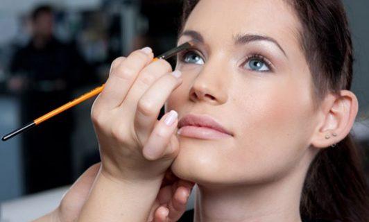 Servicios de maquillaje profesional y express en Valencia